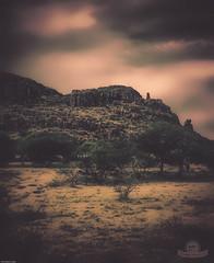 MONTAA ROCOSA (Gabriel Contreras Tzintzun) Tags: montaa roca cerro pradera naturaleza matorrales arboles nubes guanajuato rancho