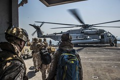 150813-N-FV739-014 (SurfaceWarriors) Tags: calif meu arg essex ussessex westpac lhd2 ussessexlhd2 cpr3 christopheraveloicaza