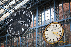 The Dent clock and it's black and silver replica at St Pancras Railway Station (Peter Noyce) Tags: uk greatbritain england building london english history clock buildings daylight europa europe day britishisles unitedkingdom britain property indoor nobody historic replica indoors railwaystation timepiece trainstation gb historical british daytime inside copy stpancras clocks artinstallation internal nineteenthcentury listedbuilding railroadstation railwaybuilding historicbuilding wop 19century interiorview 19c horizontalformat grade1listed withoutpeople dentclock peternoyce saintpancrasrailwaystation t5poss