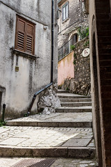 Ingresso al Borgo di Castelvetere sul Calore (LuxTDG) Tags: old italy scale window stairs river italia village fiume finestra napoli naples antico entrace avellino