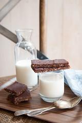 Barrette di mandorle datteri ed un velo di cioccolato (Patrizia Miceli - Via delle rose) Tags: datteri mandorle primacolazione merende dolcezze lattedimandorla cioccolatofondente