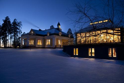 Hotelli ja Ravintola Hirvihaaran Kartano kutsuu sisälle lämpimään