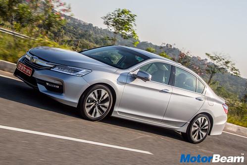 2016-Honda-Accord-Hybrid-9