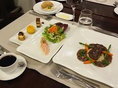 気ままにホーチミン 昼食&夕食付き【専用車】 夕食:ベトナム風フレンチ