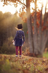 (Shannon Alexander Photography) Tags: fineartphotographer fineartphotography childphotography vermontphotographer freelensing freelensed fall autumn oaktree catears leaves vermont canon 135mmf2l