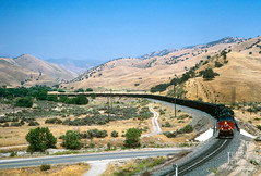 Caliente Curve (jwjordak) Tags: coaltrain road wires curve milepost hillside pole ac4400cw 287 sp southernpacific train california unitedstates us