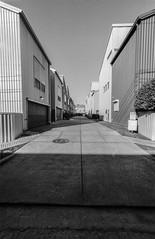 2016-10-27-0023 (alexdotbarber) Tags: 1meter 1500 35mm houstonfourthward kodaktmax100 voigtlanderbessal voigtlandersuperwideheliar15mmf45 alley blackandwhite driveway f8 underexposed