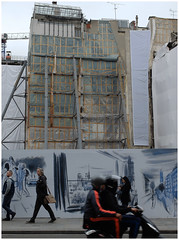 Stage curtain** (michelle@c) Tags: urban cityscape architecture chantier blanc baustellung scaffold structure facades draped street people scooter rivoli lasamaritaine paris 2016 michellecourteau