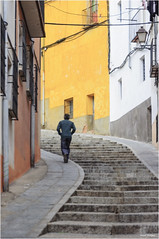 ALONE (marodrixx62) Tags: gente calle color figura borde ciudad casas escaleras fotografia toma ttt