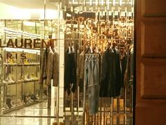 YSL, place st-Sulpice (Roberto Urios) Tags: paris parigi vetrina vitrine negozio tienda magazin shop abito abiti