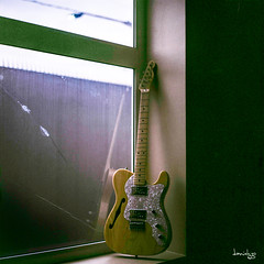 Fender 72 Thinline Reissue (Daniel Y. Go) Tags: rolleiflex rolleiflex28e2 tlr film analog analogue mediumformat square squareformat 6x6 rollei 80mmf28 planar carlzeissplanar superia100