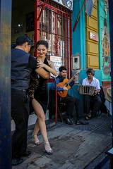 Bailas? (Lukas Osses Codelia) Tags: argentina bocajuniors boca caminito cancha dia ventas frutas verduras la 12 ambulante tango tacos baile pelota fultbol macri