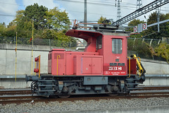 MBC standard gauge switcher hauls flat to the interchange track (pchurch92) Tags: switzerland morges mbc sbb switcher