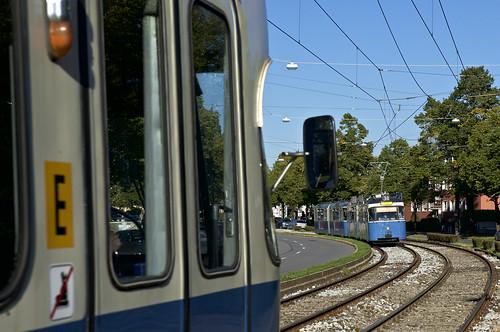 Begegnung zwischen den Haltestellen Authariplatz und Theodolindenplatz: P-Zug 2005/3039 trifft auf den stadteinwärts fahrenden 2010/3005 (Bild: Andy Paula)