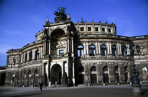 "Dresden (039) Semperoper • <a style=""font-size:0.8em;"" href=""http://www.flickr.com/photos/69570948@N04/22140353330/"" target=""_blank"">View on Flickr</a>"