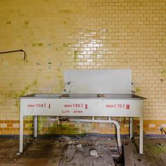 20140914-FD-flickr-0117.jpg (esbol) Tags: bad badewanne sink waschbecken bathtub dusche shower toilette toilet bathroom kloset keramik ceramics pissoir kloschssel urinals