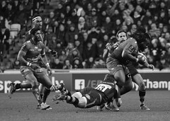Elliot Daly tackles Bastereaud (davidhowlett) Tags: cup rugby coventry wasps ricoh champions toulon rugbyunion championscup