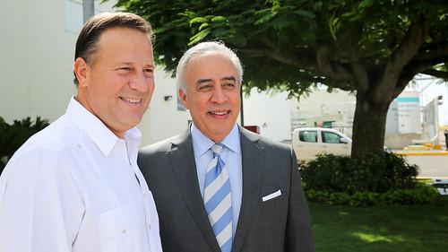 Presidente de Panamá visita complejo energético AES Andrés