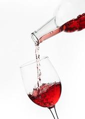 Vinito (GMH) Tags: cup studio wine estudio hasselblad packshot vin coupe copa botella vino bouteille phaseone fondoblanco ltytr2 ltytr1