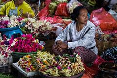 Flower vendor at Ubud market (Tim&Elisa) Tags: bali indonesia asia canon ubud market fruit flowers colours