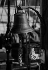 Schiffsglocke (ralf.st) Tags: hafen laboe ralfstamm monochrom museumsschiff schwarzweiss 2016 ostsee schiffsglocke stein schleswigholstein deutschland de