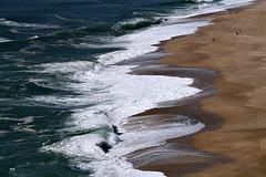 Renda de bicos!! (puri_) Tags: nazar portugal mar gua ondas espuma branca praia areia castanho claro degrad picmonkey silhuetas