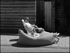 Street relax (Franco & Lia) Tags: street fotografiadistrada photographiederue amsterdam nederland holland biancoenero noiretblanc blackandwhite 2485f284 blackdiamond