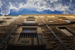 Fachada de Gerona (Chechi Pe) Tags: arquitectura cielo nubes azul celeste fachada ventana antiguo architecture sky clouds blue facade window ancient nikon d610 nikkor marron canaleta balcon herraje desague channel balcony ironwork girona catalua espaa catalonia spain europe