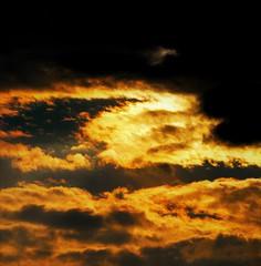 Fuego y nubes en el cielo (enrique1959 -) Tags: martesdenubes martes nubes nwn mediterraneo cielo colores