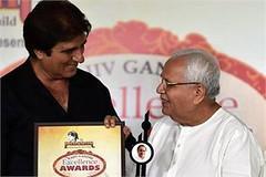 New Delhi: Actor and Rajya Sabha MP Raj Babbar presents 6th Rajiv Gandhi Excellence Award to Hind Samachar Group Editor-in-Chief Vijay Kumar Chopra. (legend_news) Tags: new vijay delhi group award presents gandhi actor mp hind raj chopra 6th rajiv excellence kumar babbar editorinchief sabha samachar rajya