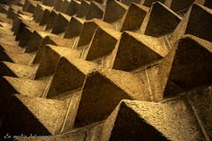 Pequeñas pirámides / Small pyramids (En medio del camino) Tags: españa spain perspective segovia perspectiva ritmo lightroom diagonals rithm diagonales casadelospicos