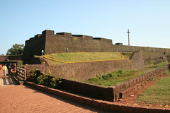 Angelo's Fort at Kannur, Kerala, India (Roopesh M P) Tags: sea india dutch south kerala area arabian seashore portuguese cantonment kannur archaeologicalsurveyofindia cannanore zamorin angelosfort moppilabayharbor domfranciscodealmeida cannanorecantonmentarea arakkalmosque