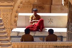 Temple waiter's break, Shatrunjaya mountain, Palitana, Gujarat (Sekitar) Tags: india mountain man temple religion jain waiter gujarat jainism palitana shatrunjaya earthasia