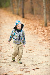 Big (Chancy Rendezvous) Tags: charlie attitude walking cloudy fall autumn child kid weather leaves big blurgasmcom blurgasm davelawler davidclawler nikon nikkor chancyrendezvous