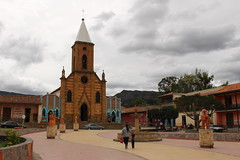 "Iglesia de Ráquira • <a style=""font-size:0.8em;"" href=""http://www.flickr.com/photos/78328875@N05/23142259214/"" target=""_blank"">View on Flickr</a>"