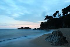 Un somni (Albert T M) Tags: atardecer catalonia catalunya ocaso costabrava cala platja calonge contrallum catalogne mediterrani santantonidecalonge capvespre baixempordà ocàs llargaexposició