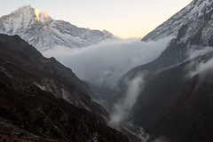 Sunset and fog. Thore (Laura Jacobsen) Tags: nepal trekking trek himalaya khumbu himalayas thore solukhumbu