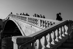 Bridge (GaRiTsanG) Tags: bridge venice light shadow bw italy canon blackwhite streetphotography streetphoto 40d stphotographia skancheli