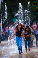 Monumento a la Rebolucion 352 (L Urquiza) Tags: monumento revolution ciudad de mexico city cdmx people girl playing water