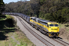 "2016-10-15 QUBE 1101-1102 Mittagong 4262 (Dean ""O305"" Jones) Tags: mittagong newsouthwales australia au qube logistics grain train 4262 1101 1102 junction main south line nsw locomotive"