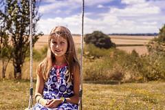 Claire (Fofinho Onimura) Tags: portrait enfant kid child 7d canon campagne balançoire