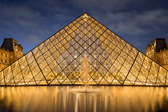 Musee_Du_Louvre (Justin.S.) Tags: cloud facebook flickr fontaine france iledefrance instagram longexposure museedulouvre night nuage nuit paris poselongue publiee pyramide symetrie