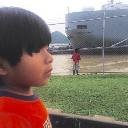 Viendo los Barcos en las Esclusa de Pedri Miguel @canaldepanama #Panamá #canal