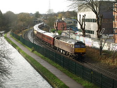 """West Coast Railway Class 47's 47786 """"Roy Castle OBE"""" and 47826 thrash towards Somerset Road (Oz_97) Tags: university roycastle 47826 47786 pritchattsroad"""
