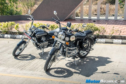 Bajaj-Avenger-220-vs-RE-Classic-350-02