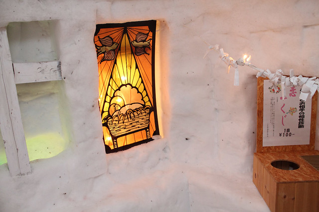 情緒あるかまくらで作られたこたつバー|十和田湖冬物語
