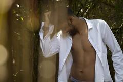 (priscilakiba) Tags: canon ensaio sigma sensual 7d 18200 moreno camisa sorrindo ensaiofotogrfico brazilianman ensaiomasculino camisaaberta canon7d
