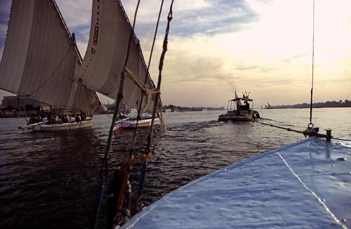 "Ägypten 1999 (491) Luxor: Felukenfahrt von Gezira el-Mozh (Banana Island) • <a style=""font-size:0.8em;"" href=""http://www.flickr.com/photos/69570948@N04/25348639599/"" target=""_blank"">View on Flickr</a>"