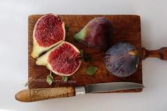 DSCF0401B firmada (Moncho Garcia) Tags: foodphotography stilllife higos figs fruit wood kitchen knife