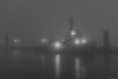 S C H L E P P E R (spityHH) Tags: fuji x100t x1oot tugschlepper nebel fog elbe hamburg licht suppe dmpeln wilhelmine imo8007133 petersenalpers
